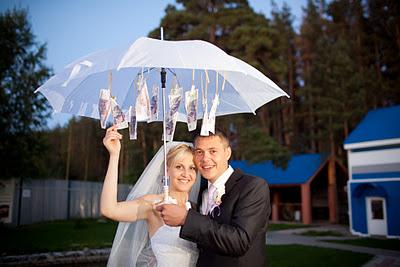 Подарок зонтик с деньгами на свадьбу