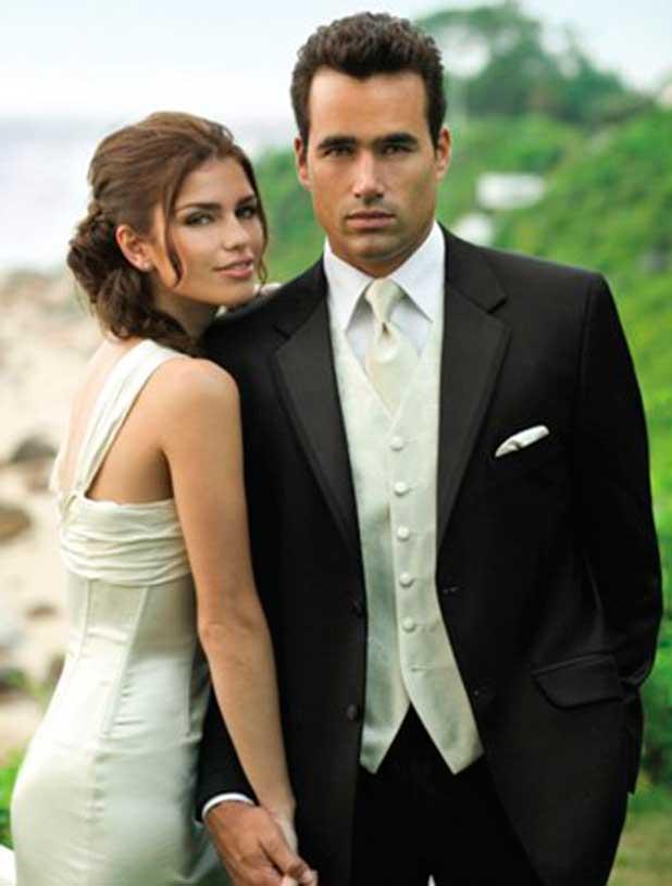 Сочетание костюм жениха с платьем невесты