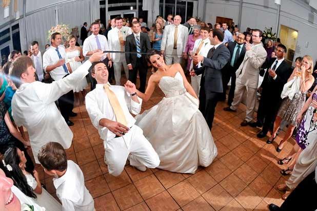 Прикольные свадебные конкурсы для гостей без тамады