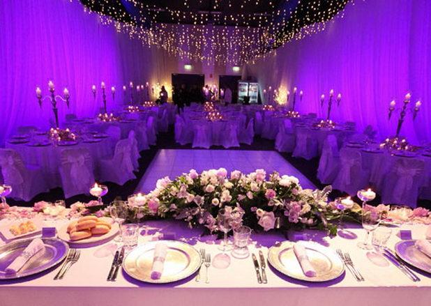 Как можно украсить банкетный зал на свадьбу