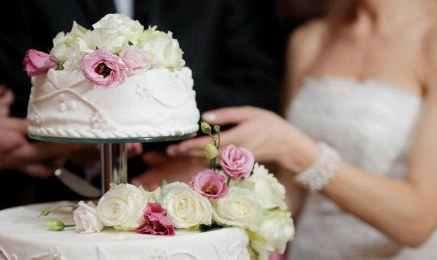 Как выбрать свадебный торт для яркого момента жизни?