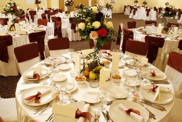 Свадебный банкет за круглыми столами
