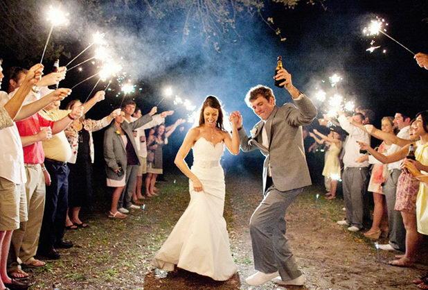 Танец с бенгальскими огнями на свадьбе