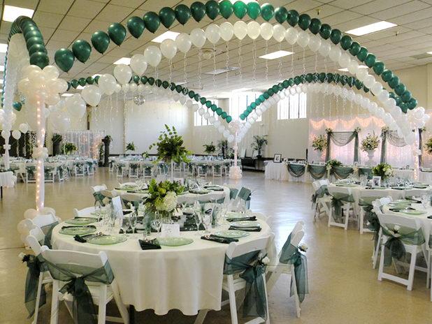 Оформление шарами банкетного зала на свадьбу