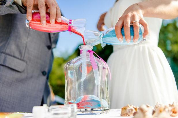 Как выглядит свадебная песочная церемония?