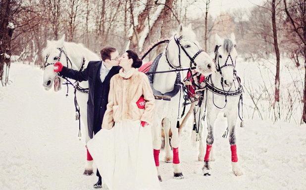 Идеи для свадебной фотосессии зимой на лошадях