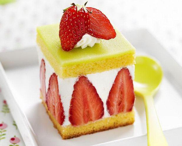 Клубничный свадебный торт Фрезье