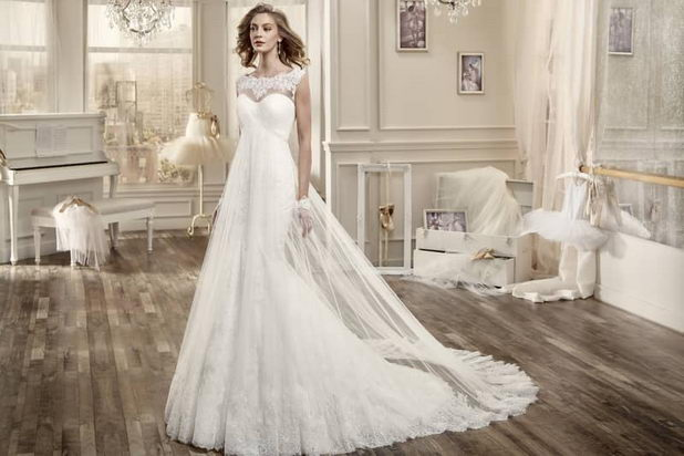 Легкое и воздушное свадебное платье в стиле ампир