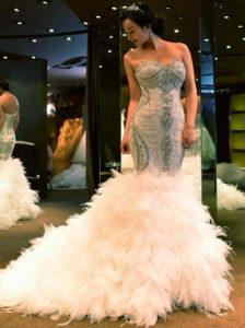 Шикарное свадебное платье с перьями