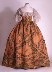 Романтическое розовое платье 17 века