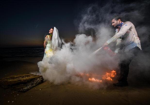 Огненное фото со свадебным платьем