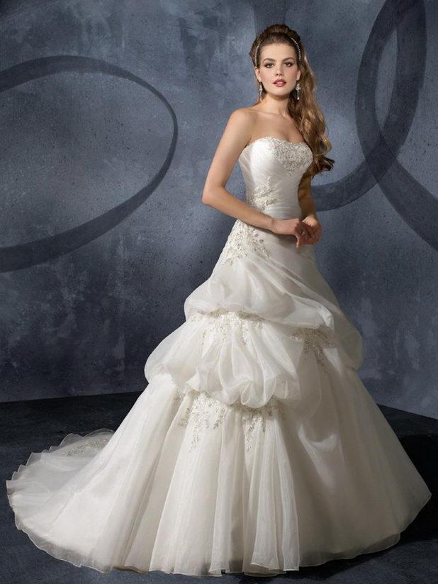 Платье на свадьбу для девушки Льва по гороскопу