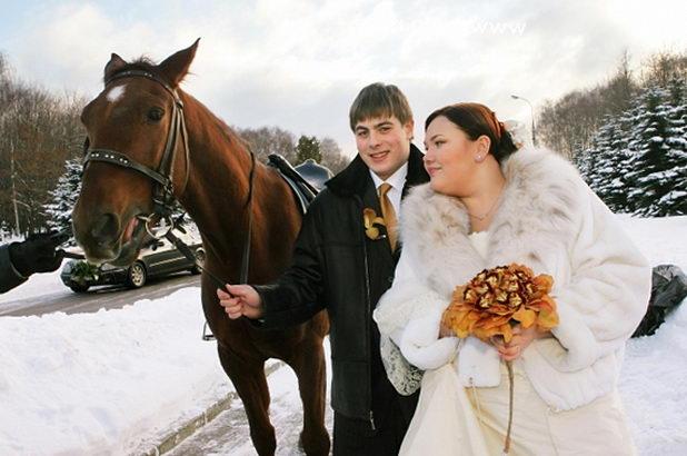 Свадьба зимой: фото с лошадью