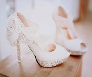 Туфли на высоких каблуках с открытым носком