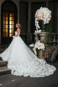 Свадебное платье с бабочками