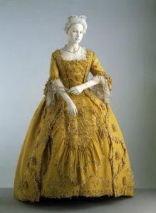 Модное желтое платье эпохи борокко
